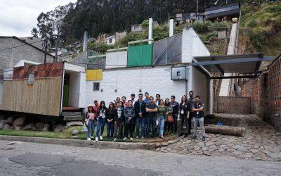Una casa de otro mundo construida en un barrio de invasión